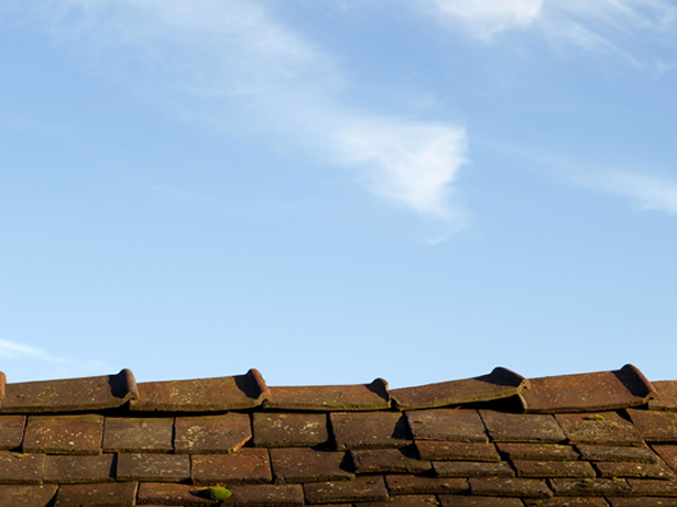 photodune-978321-an-old-leaky-roof-against-blue-sky-xs